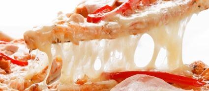 Pizza au fromage ayant utilisé une souche bactérienne CRISPRisée