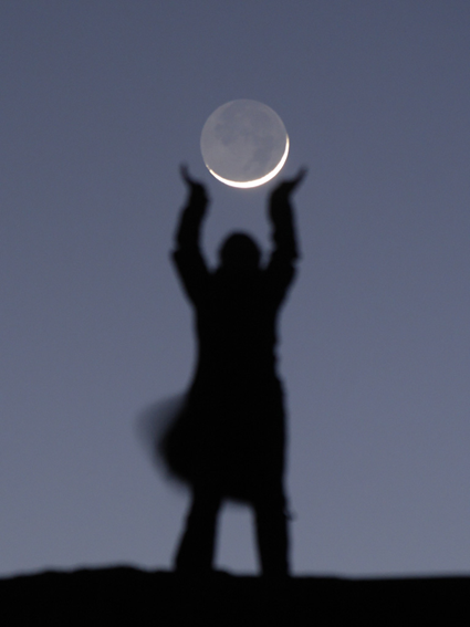 Maintenant, elle joue avec la Lune. Laurent Laveder