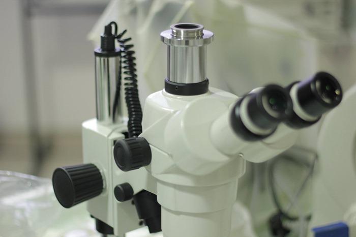 Adaptateur sur loupe binoculaire