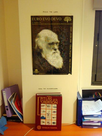 La place réservée à l'Atlas de la Création dans mon laboratoire